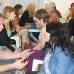 Alumnos tomando practica de oratoria de la carrera de coaching organizacional