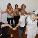 alumnos haciendo una practica en la carrera de coaching organizacional